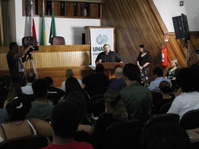 Imagem mostra auditório durante lançamento do projeto